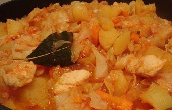 Готовим тушеную капусту с мясом и картошкой
