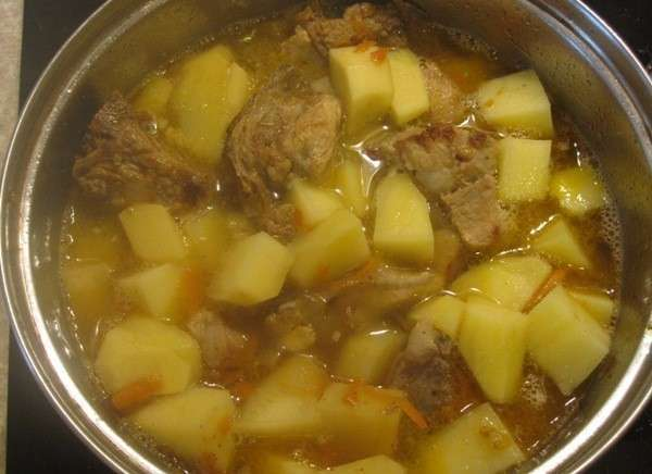 Говядина тушеная с картофелем в духовке