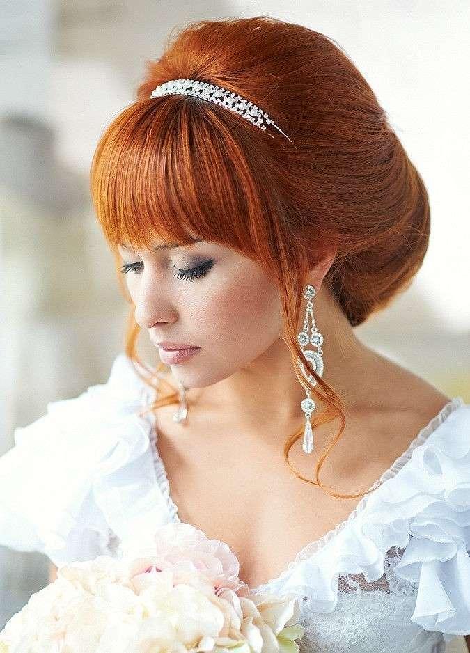 Свадебные прически на средние волосы с челкой фатой и диадемой