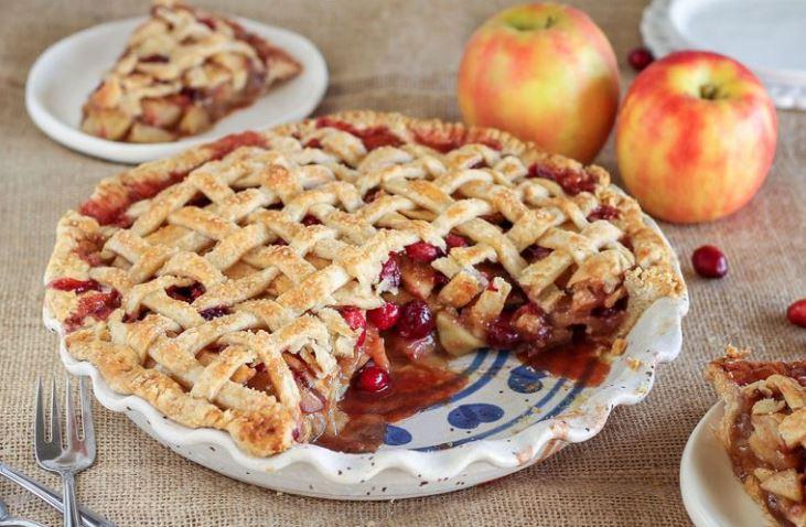 Вкусный и ароматный клюквенный пирог: рецепт на 8 марта