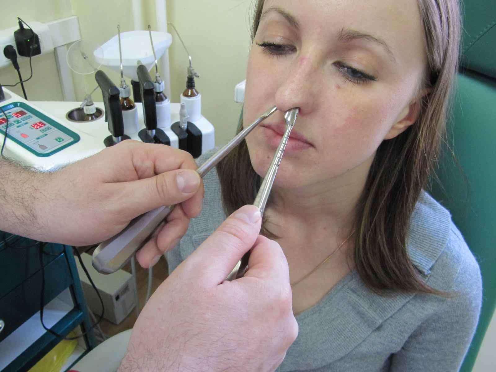 Сломан нос: вправить или замаскировать недостаток?