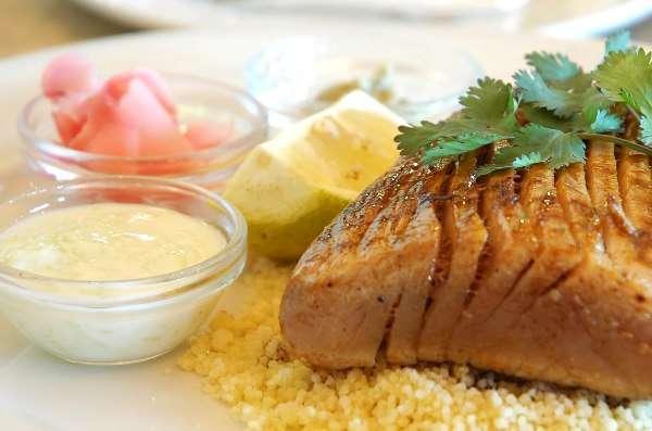 Даже если вы обожаете сочное мясо тунца, на время кормления грудью все же придется воздержаться от его употребления