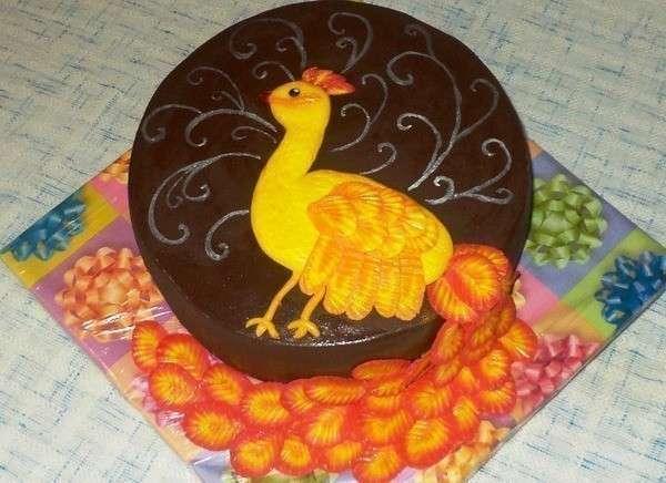 Из шоколадной мастики получаются изумительной красоты торты. Фото с сайта www.stranamam.ru
