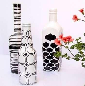 Копилка из стеклянных бутылок, расписанных краской. Фото с сайта http://www.liveinternet.ru