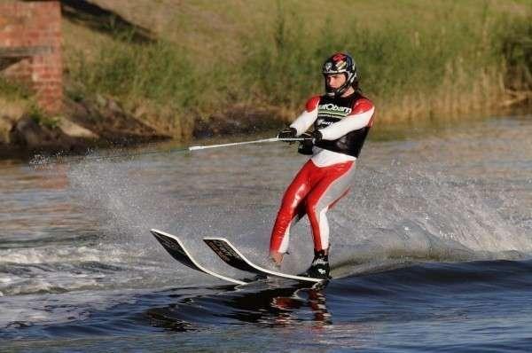Как кататься на водных лыжах: правила и техника