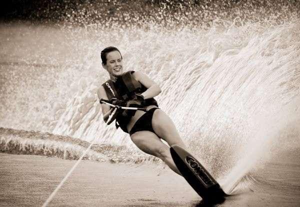 Катание на водных лыжах может быть и просто развлечением