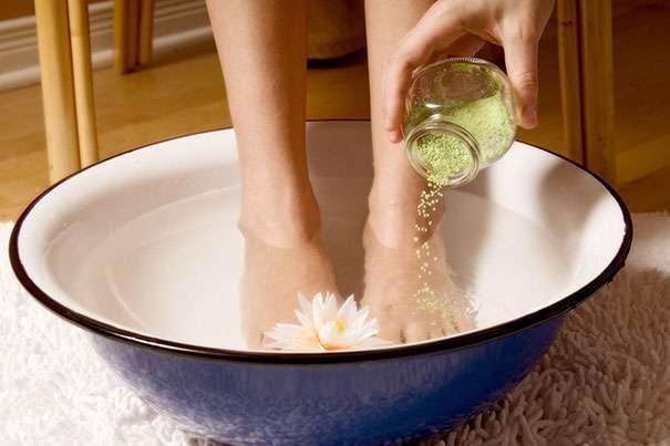 Как лечить грибок между пальцами на ногах народными средствами?