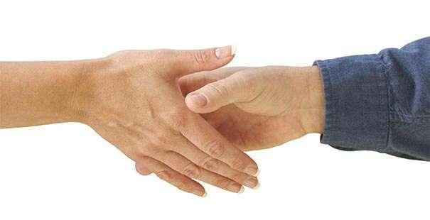 Здороваться с мужчиной за руку в соннике