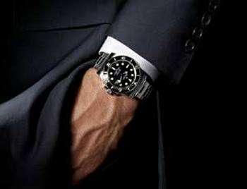 Левой или правой — на какой руке носить часы? Фото с сайта www.nr2.ru