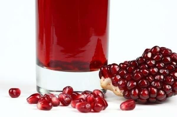 Всегда разводите свежевыжатый гранатовый сок водой или другими соками