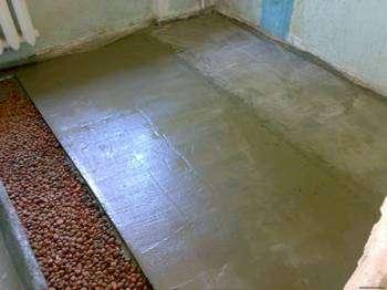 Как правильно залить полы в квартире — это можно сделать самостоятельно. Фото с сайта sovetov-dom.ru