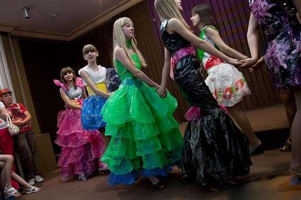 Как сделать из мусорного пакета пышное платье