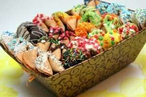 Как сделать новогоднее печенье с пожеланиями? Рецепты и тексты