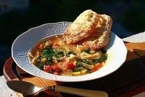 Как приготовить очень легкий и здоровый суп «Министроне»?