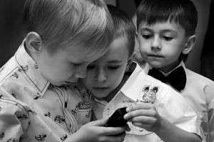 Можно ли носить в школу мобильный телефон?