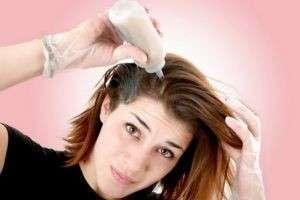 Можно ли красить волосы кормящей маме? Спросим у специалистов