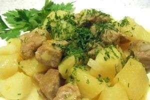 Картошка, тушеная с мясом: в мультиварке еще вкуснее!