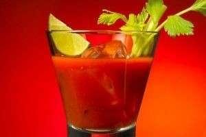 Пошаговый рецепт и история коктейля «Кровавая Мери»