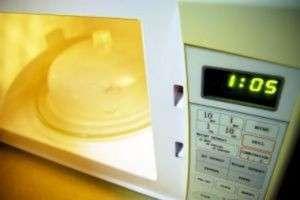 Как почистить микроволновку: генеральная уборка в СВЧ-печи