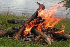 Способы и правила разведения костра в лесу