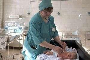Как проходит первый осмотр новорожденного?