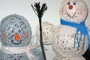 Как сделать снеговика из ниток: зимний символ своими руками
