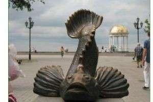 Где увидеть памятник рыбе?