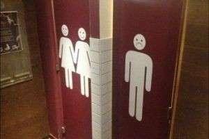 Почему девушки ходят в туалет парами? На то есть целых 10 причин
