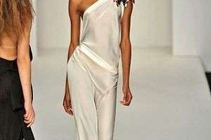 Свадебные платья 2012: простота и элегантность снова в моде