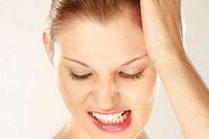 Почему некоторые люди скрипят зубами во сне? Спросим у стоматологов и психотерапевтов