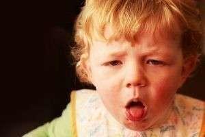 Что делать если ребенок подавился и задыхается? Первая неотложная помощь