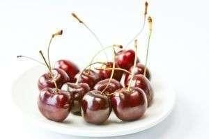 Свежая и замороженная вишня: польза и вред, калорийность