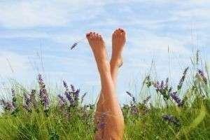 Почему дрожат ноги? Причины, заболевания, секс