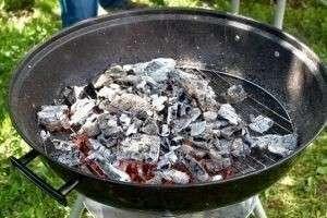 Как разжечь уголь для мангала по всем правилам и что для этого понадобится