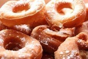 Как приготовить пончики в домашних условиях: простое, но очень вкусное лакомство