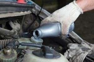Как правильно заменить тормозную жидкость?