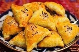 Как приготовить традиционную узбекскую самсу в домашних условиях и из слоеного теста?