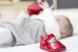 Как выбрать обувь ребенку до года и старше, ортопедическую и зимнюю?