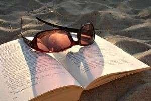 Какие книги можно почитать в отпуске на одном дыхании? Списки лучших авторов и книг