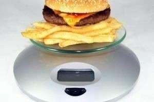 Сколько калорий нужно употреблять в день человеку