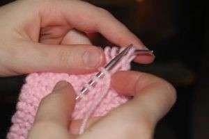 Как связать пинетки спицами, или Первая обувь мамиными руками