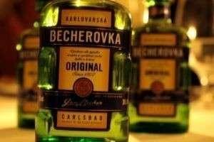 Гордость Чехии травяной ликер «Бехеровка»: как пить