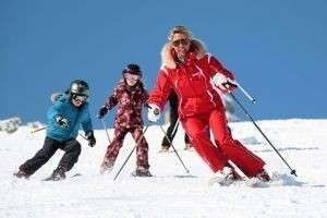 Выбор одежды, ботинок, шлема и аксессуаров для горных лыж