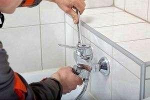 Как поменять сантехнику в туалете и ванной?