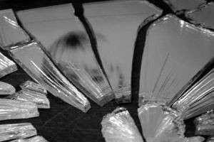 Почему нельзя смотреть в разбитое зеркало: приметы и суеверия, современный взгляд