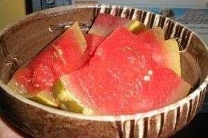 Как солить арбузы в бочках, в банках и экспресс-методом