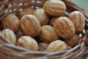 Рецепты теста для «Орешков» со сгущенкой и тонкости приготовления этого вкусного печенья