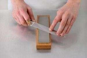 Как правильно точить ножи бруском?