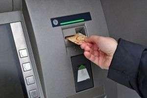 Как снять деньги с карты Сбербанка, «Тинькофф» и «Кукуруза»?