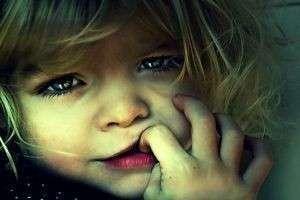 Как отучить ребенка от сосания пальца: проверенные способы